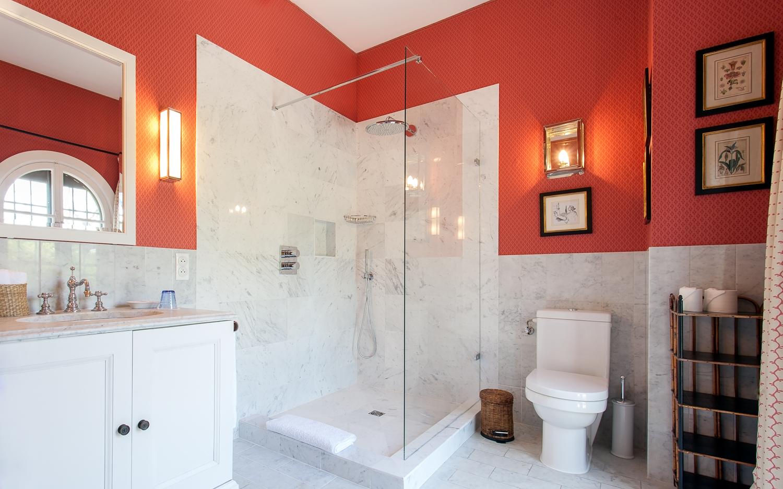 La Casella Red Room ensuite